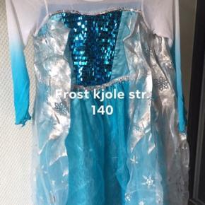 Udklædning sælges - 40 kr. Pr. Sæt
