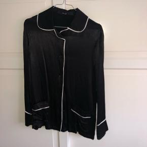 Vero moda satinskjorte Str S  Sort med hvide striber