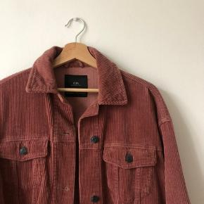 Corduroy jacket in excellent condition! Super cute and great for fall weather. 10% bundle discount for 2+ items in my closet!