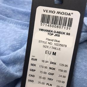 Blue Vero Moda T-shirt - Hanea O-neck SS Top JRS - Week Offer  T-shirt fra Vero Moda i klassisk snit med rund udskæring