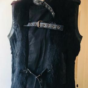 Super lækker ægte pels vest og med skind på.