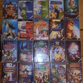 Disse film er i super fin stand. Jeg har 14 stk. der er uåbnet, se beskrivelse nedenfor. Resten har kun været i brug 1-2 gange og fejler derfor absolut intet. De er alle med dansk /engelsk tale og kommer fra et ikke-ryger hjem.  Liste af film, Disney:  - Snehvide, 1937, nr. 1, åbnet - Pinocchio, 1940, nr. 2, uåbnet - Dumbo, 1941, nr. 4, uåbnet - Askepot, 1950, nr. 12, åbnet  - Alice i eventyrland, 1951, nr. 13, åbnet - Peter Pan, 1953, nr. 14, uåbnet - Lady og vagabonden, 1955, nr. 15, uåbnet - Tornerose, 1959, nr. 16., åbnet - 101 Dalmatinere, 1961, nr. 17, uåbnet - Sværdet i stenen, 1963, nr. 18, åbnet - Junglebogen, 1967, nr. 19, uåbnet - Aristokats, 1970, nr. 20, åbnet - Robin Hood, 1973, nr. 21, uåbnet - Bernard og Bianca, 1977, nr. 23, uåbnet - Mads og Mikkel, 1981, nr. 24, åbnet - Basil mus, 1986, nr. 26, åbnet - Oliver og co., 1988, nr. 27, åbnet - Den lille havfrue, 1989, nr. 28, åbnet - Skønheden og udyret, 1991, nr. 30, åbnet - Løvernes konge, 1994, nr. 32, åbnet - Klokkeren fra notre dame, 1996, nr. 34, åbnet - Hercules, 1997, nr. 35, åbnet - Kejserens nye flip, 2000, nr. 39, åbnet - Atlantis, 2001, nr. 40, åbnet - Bjørnebrødrene, 2003, nr. 43, åbnet - To på flugt, 2010, nr. 50, uåbnet - Frost, 2013, nr. 52, uåbnet - Moana, 2016, nr. 55, uåbnet  Liste af film, Disney/Pixar: - Græsrødderne, 1998, nr. 2, åbnet - Monsters Inc., 2001, nr. 4, åbnet - Find Nemo, 2003, nr. 5, uåbnet - Biler, 2006, nr. 7, åbnet - Modig, 2012, nr. 13, uåbnet - Find Dory, 2016, nr. 17, uåbnet  Ny pris: 130 pr. stk.  Min pris: 69 kr. pr. stk. for 'brugte', 99 kr. pr. stk. for uåbnet  Alle film sælges også samlet for 2.000 kr.  Sender gerne, men køber betaler. Ellers kan filmene afhentes i Aarhus uden problem.