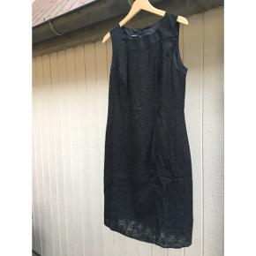 Gerry Weber kjole med let fin underkjole. En medium. Svarende til en str 38-40