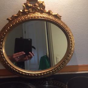 Retro gammel spejl med gulv farvet oval ramme