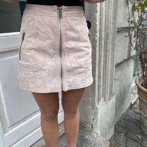 Nederdel i ægte ruskind