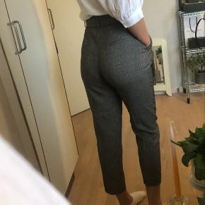Smukkeste bukser fra Zara - dog blevet for korte til mig 🌼
