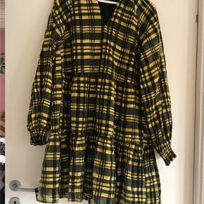Y.A.S kjole