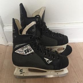 Graf 101 ishockey skøjter str. 34 3/4 lækre støvler hvis datteren eller sønnen skal prøve kræfter med ishockey