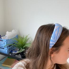 Smukt hårbånd/hårbøjle fra Pico Købt i pico butikken på Frederiksberg i starten af september  Ingen tegn på slid  Aldrig brugt Byd gerne