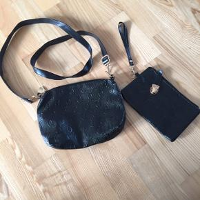 Taskesæt med lille skuldertaske og håndtaske. Pris 40 kr pp med dao Bruger mobilepay