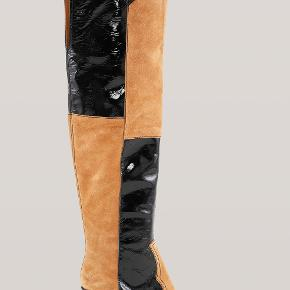 Western Over Knee Boots. Brugt få gange og har derfor nogle enkelte skrammer på snuden. Nypris 4199, mindstepris 1200.   Æske haves ikke.