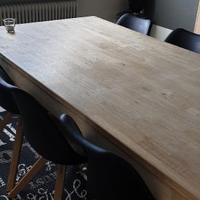 Spisebord med 6 stole ,stolene er som nye sælges samlet 1500 kr