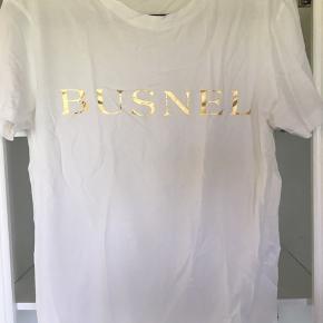Flot t-shirt fra svenske BUSNEl. Helt ny.