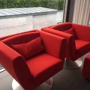 Stouby lænestole med en puf i kvadrat stof. Ny pris for en 8.400kr