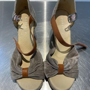 Carla F sandaler