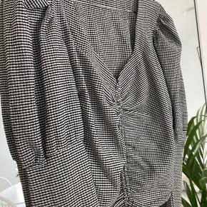 Fin bluse fra gina tricot. Aldrig brugt! Kom med bud 🤍