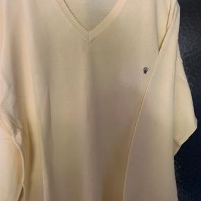 Helt ny herre sweater fra Italien  i varm pastel lyse guld farve.  Helt nyt Str XXL