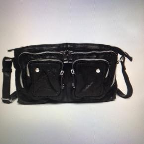 Tasken er brugt få gange. Den er fra nunno og har navnet Stine washed.