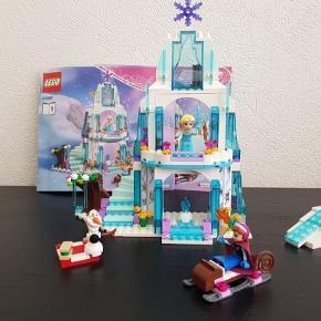 LEGO Disney Princess 41062 Elsas Sparkling Ice Castle  Super flot Elsa stolt.   Brugt men meget flot stand.   4 klodser mangler til pakken.  Klodserne der mangler har ingen betydning for slottet. Olafs arm og 4 pynte klodser mangler.   Prisen er sat derefter.