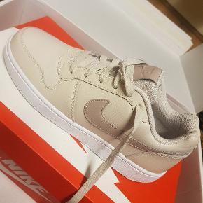 Nike Ebernon Low Sneakers