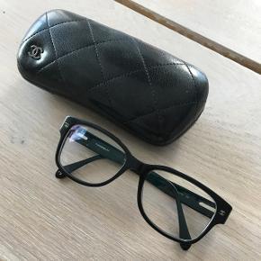 Chanel briller med styrke på cirka -1,5/-2,0 Størrelse er 52 16