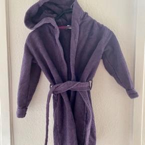 Hummel badekåbe 104  -fast pris -køb 4 annoncer og den billigste er gratis - kan afhentes på Mimersgade 111 - sender gerne hvis du betaler Porto - mødes ikke andre steder - bytter ikke