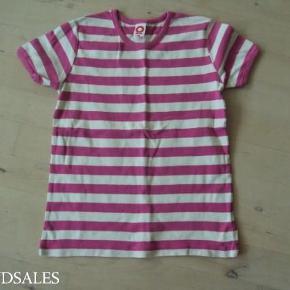 Varetype: t-shirt Farve: se billed  Ingen pletter eller huller.  Se mine andre ann. med pigetøj i samme str. og spar porto.  Bytter ikke.