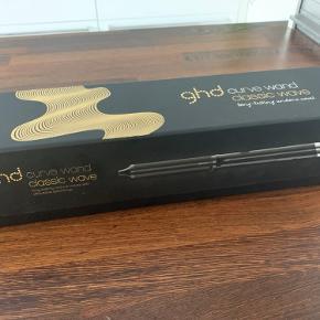 Helt nyt krøllejern fra GHD. Den er super lækker, men jeg har simpelhen for langt hår, så varmelegemet er for lille 😕 Har kun været prøvet een gang. Nypris: 1.499,-