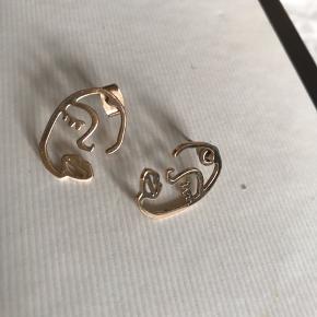 Sælger de her guld øreringe:)