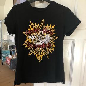 T-shirt fra Gestuz  Str. S  Nypris: 400 kr Brugt få gange Byd