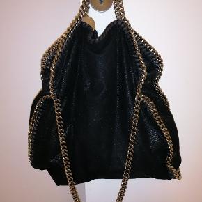 Byttes kun til samme taske i lysegrå eller samme taske med guld kæde, sælger ikke