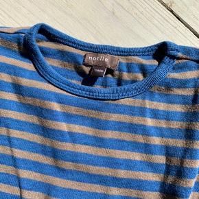 Langærmet t-shirt blå/brun stribet. Fin stand :)