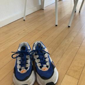 Jeg sælger disse Puma sko, de er brugt, men på ingen måder slidte, de skal bare lige tørres over med en klud, så er de så gode som nye, byd De er købt til 1150