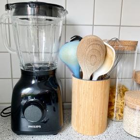 Philips blender. Ideel til smoothies, drinks osv. brugt få gange og fremstår som ny 🌟
