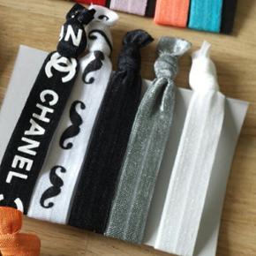 """Smarte elastikker der kan bruges som armbånd. Disse færdige """"pakker """" ( 1 """"pakke"""" består af 5 elastikker)  koster 10 kr pp eller afhentes på Amager"""