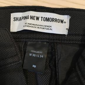Shaping New Tomorrow bukser