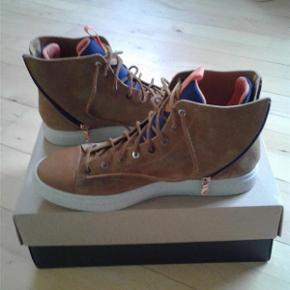 ce7d29abd5f Varetype: Mænd sko Farve: Brun Oprindelig købspris: 2000 kr. Prisen angivet  er