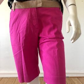Flotte shorts fra TH.  Brugte men fejler absolut intet.  Str: medium.  Byttes ikke.