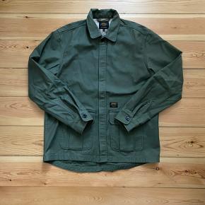 Sælger denne Carhartt Overshirt/jakke. Er en str Small, men fitter medium.  Brugt en del, men fejler absolut intet.   Mp 250 + fragt  Str. S (fitter M)  Cond 8/10