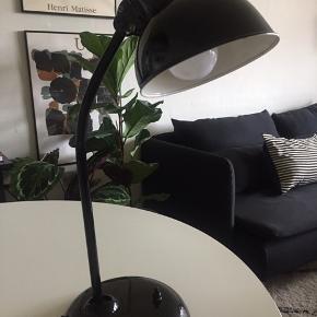 Christian Dell Kaiser bordlampe i meget flot stand.