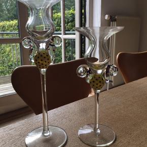 Super fine håndlavede lysestager i dansk design. Den store måler ca 25 cm i højden.  Sælges som et sæt.