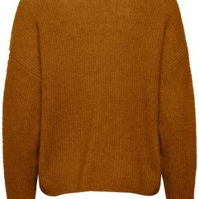 Smuk rust farvet cardigan meleret med sort. Den er loose fittet. En model Gestuz har hvert år i forskellige farver.   Lækker mohair/uld kvalitet.   Brugt 2-3 gange.