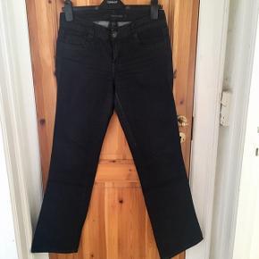 Flotte sortgrå jeans fra CK. Str 29/32. Rigtig god pris! Vil gerne af med den, men går ikke længere ned i pris. Brugt kun få gange.