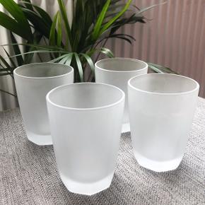 Super fine matte glas - kun brugt nogle enkelte gange og fremstår derfor næsten som nye! ✨ Gode til fx drinks eller bare som almindelige drikkeglas!