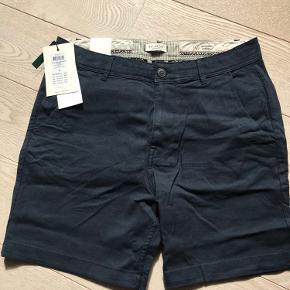 1 par mørkeblå short med let stretch.  Fra ikke-ryger hjem
