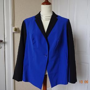 BPC Selection Varetype: Stilfuld blazer med flot kontrast-farve   *NY* Farve: Se billedet  Stilfuld blazer med flot kontrast-farve, sælges da den er for kort til mig...   (Bytter ikke)  Brystmål: 63x2 Talje: 60x2 Hofter:62 Længde: 70 Materiale:93 % polyester 7 % Elasthan For: 100 % Polyester. .