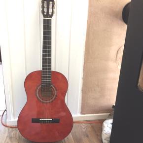 Lucida  Model nr. LK - 2NA   Akustisk guitar   Afhentes i Brønshøj eller Smidstrup