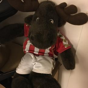 Bamse elg i AaB tøj kan afhentes for en flaske vin Befinder sig i 9000 Aalborg i Øgadekvarteret