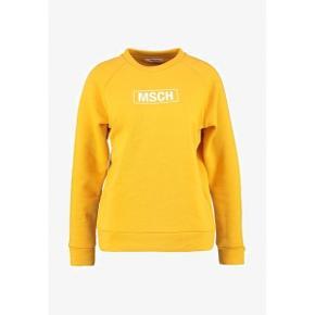 Jeg sælger denne virkelig flotte Moss Copenhagen trøje, da jeg ikke bruger den mere. Np: 350kr mp 175+ porto❤️ men byd meget gerne