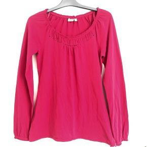 Esprit pink langærmet bluse str XS. Brystvidde ca 2x43 cm og længde ca 66 cm. Matr 100% bomuld.